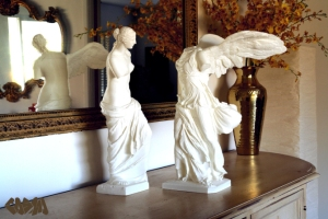 20131021-venus-de-milo-and-winged-victory-on-sideboard-by-cosmo-wenman